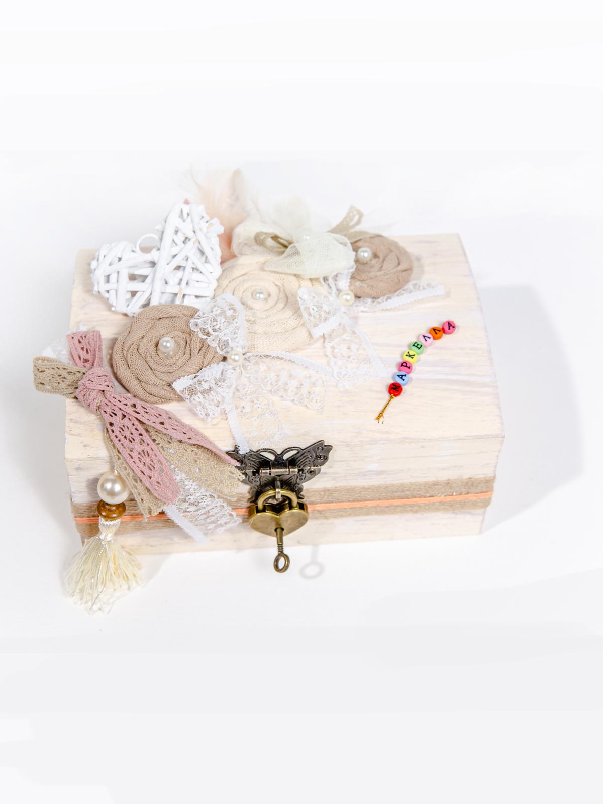 Ξύλινο Vintage Κουτί με κλειδαριά και Όνομα